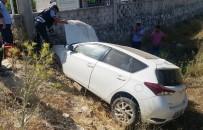MEHMET ÇIFTÇI - Otomobil Zeytinlik Araziye Uçtu; 1 Yaralı
