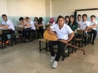 KALP HASTASI - (Özel) Hem Okula Gidiyor Hem De Geceleri Pamuk Şeker Satıp Ailesine Bakıyor
