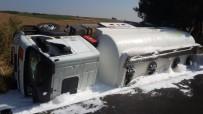YAŞLI KADIN - Yolcu Otobüsü İle Yakıt Tankeri Çarpıştı Açıklaması 10 Yaralı