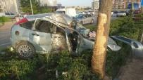 VEYSEL KARANI - Kontrolden Çıkan Araç Refüje Çarptı Açıklaması 1'İ Ağır 2 Yaralı