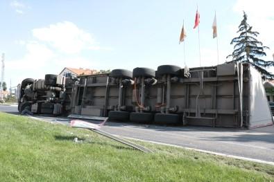 Kırşehir'de Trafik Kazası Açıklaması 2 Yaralı