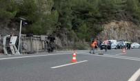 KAÇıŞ - Midibüsün Freni Patladı Açıklaması 20 Yaralı