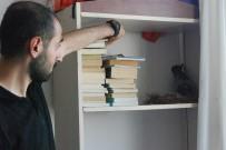 AHMET ŞAHIN - (Özel) Öğrencilerin Kitaplığında Davetsiz Misafir