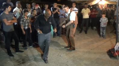 Polis, Magandalara Karşı Görevli Gittiği Düğünde Çifte Telli Oynadı