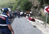 KAÇıŞ - Tatil Yolundaki Midibüsün Freni Patladı Açıklaması 6'Sı Çocuk 20 Yaralı