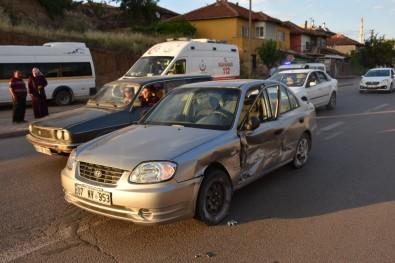 Traktör İle Otomobil Çarpıştı Açıklaması 2 Yaralı