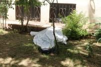 EVDE TEK BAŞINA - 4'Üncü Katta Düşen Şahıs Hayatını Kaybetti