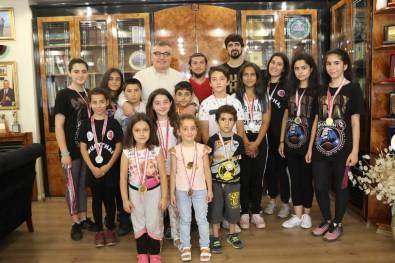 Başkan Kesimoğlu, Minik Muaythai Sporcularını Ağırladı