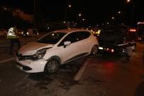 TAŞDELEN - Çekmeköy'de Zincirleme Trafik Kazası... Film İzler Gibi Olay Yerini İzlediler
