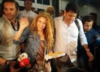 VODAFONE - Gazetecilerden Shakira'ya Baklava İkramı
