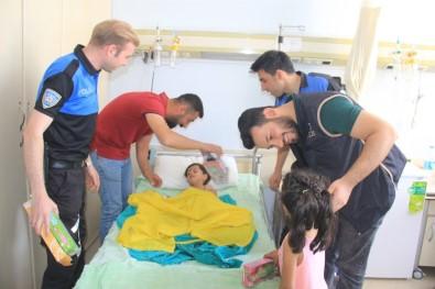 Hakkari Polisi Bu Defa Hasta Çocukları Sevindirdi
