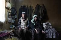 YAŞLI ÇİFT - Harabe Evde Kalan Yaşlı Çift Hayatlarının Mutluluğunu Yaşadı
