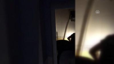 Karşısında Polisi Gören Kadın Uyuşturucuyu Tuvalete Döktü