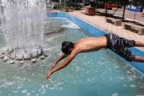 Nevşehir'de Serinlemek İsteyen Çocuklar Süs Havuzuna Girdi