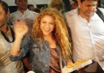 VODAFONE - Shakira'ya baklavalı karşılama