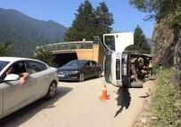Uzungöl'de Minibüs Yan Yattı Açıklaması 3 Yaralı