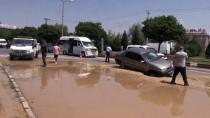 Afyonkarahisar'da Çöken Yola Otomobil Saplandı