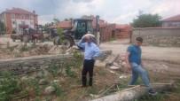 Aslanapa'da Mezarlık Ve Sokaklarda Temizlik Çalışmaları