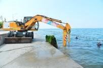 DEMIRLI - Beylikdüzü'nde Denizden 400 Ton Kaya Parçası Ve Demirli Beton Çıkarıldı