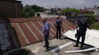 Bunalıma Giren Şahıs Dehşet Saçtı, Polise Satırla Direndi