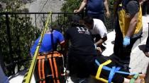 Gümüşhane'de Otomobil Bahçe Duvarına Çarptı Açıklaması 1 Ölü, 6 Yaralı