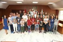 KAZıM KURT - Kazandıkları Kupalarla Başkan Kurt'u Ziyaret Ettiler