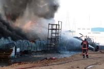 İTFAİYE ARACI - Malatya'da Fabrika Yangını