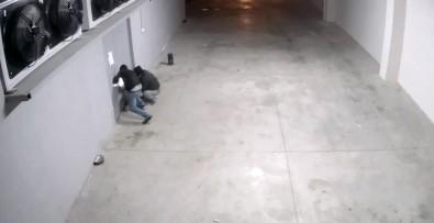 """""""Maskeli Beşler"""" önce kameraya, sonra polise yakalandı"""