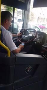 (Özel) Seyir Halindeyken Mesajlaşan Otobüs Sürücüsü Kamerada