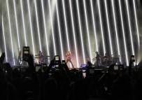 DENİZ AKKAYA - Shakira, İstanbulluları Coşturdu