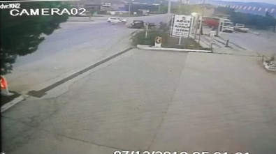 3 Kişinin Yaralandığı Zincirleme Kaza Güvenlik Kamerasında