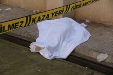 6'Ncı Kattan Düşen Şahıs Hayatını Kaybetti