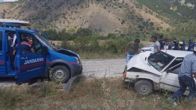 Askeri Araç İle Otomobil Çarpıştı