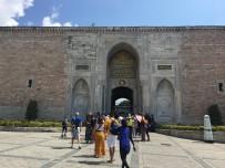 AYASOFYA MÜZESI - İstanbul Tatiliyle Ödüllendirilen Hintliler Gezide