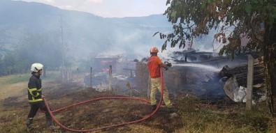 Köy Yangınına Yangın Helikopteri Müdahale Etti