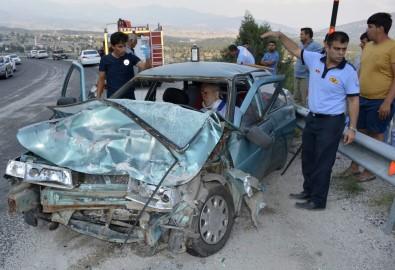 Otomobil İle Kamyonet Çarpıştı Açıklaması 5 Yaralı