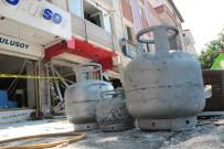 GAZ SIKIŞMASI - Patlama Bölgesinden Çok Sayıda Tüp Çıkarıldı
