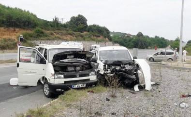 Sakarya'da Trafik Kazası Açıklaması 6 Yaralı