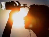 BAŞ DÖNMESİ - Sıcak Çarpmaları Ölümcül Olabiliyor