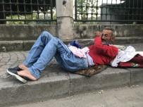EYÜP SULTAN - Şişli Belediyesi Zabıtası Yürüyemeyen Adamı Sokağa Bıraktı