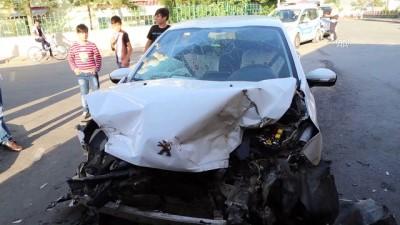 Sivas'ta Otomobil İle Tır Çarpıştı Açıklaması 6 Yaralı