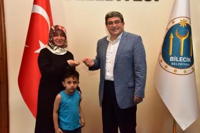 Sultaneli Osmanlı Sokağı'ndaki Dükkanların Anahtarlarını Teslim Edildi