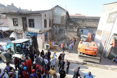 Tarihi Peynirciler Çarşısı'nda Göçük Açıklaması 1 Ölü, 4 Yaralı