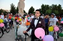 MAZLUM - Turda Tanıştılar, Bisikletle Düğün Konvoyu Yaptılar