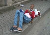 EYÜP SULTAN - Zabıta Sokağa Bıraktı, Yardımına 112 Yetişti