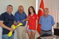BENGÜ - Başkan Karaçelik, Başarılı Sporcu Bengi'yi Ödüllendirdi