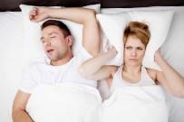 UYKU APNESI - Bu Sorun 40 Yaşın Üzerideki Erkekle Aynı Yatağı Paylaşan Kadınları Da Olumsuz Etkiliyor