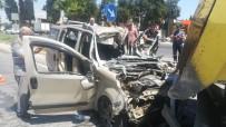 AĞIR YARALI - İzmir'de Feci Kaza Açıklaması 1 Kişi Öldü, Hamile Bir Kadın Ağır Yaralı