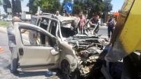 AĞIR YARALI - İzmir'de Feci Kaza Açıklaması 1 Kişi Öldü, Hamile Kadın Ağır Yaralı