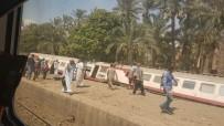 YOLCU TRENİ - Mısır'da Tren Devrildi Açıklaması En Az 34 Yaralı